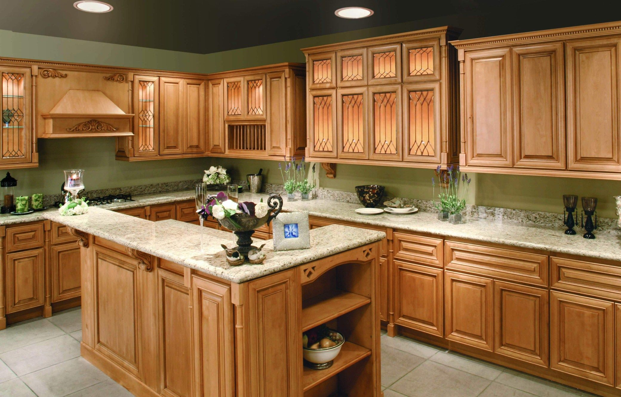 Kitchen:Quartz Countertops With Oak Cabinets Cabinets With White ...