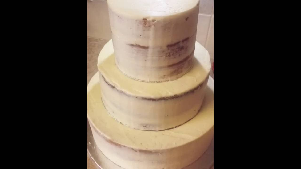 How to apply gold leaf to a buttercream cake | Cakes in 2019