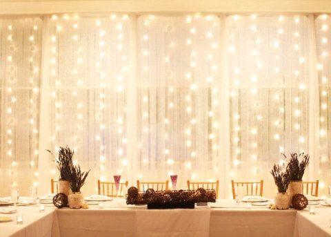 Luzinhas de Natal deixam o ambiente romântico e ganharam força em 2015, usadas na decoração interna e externa.