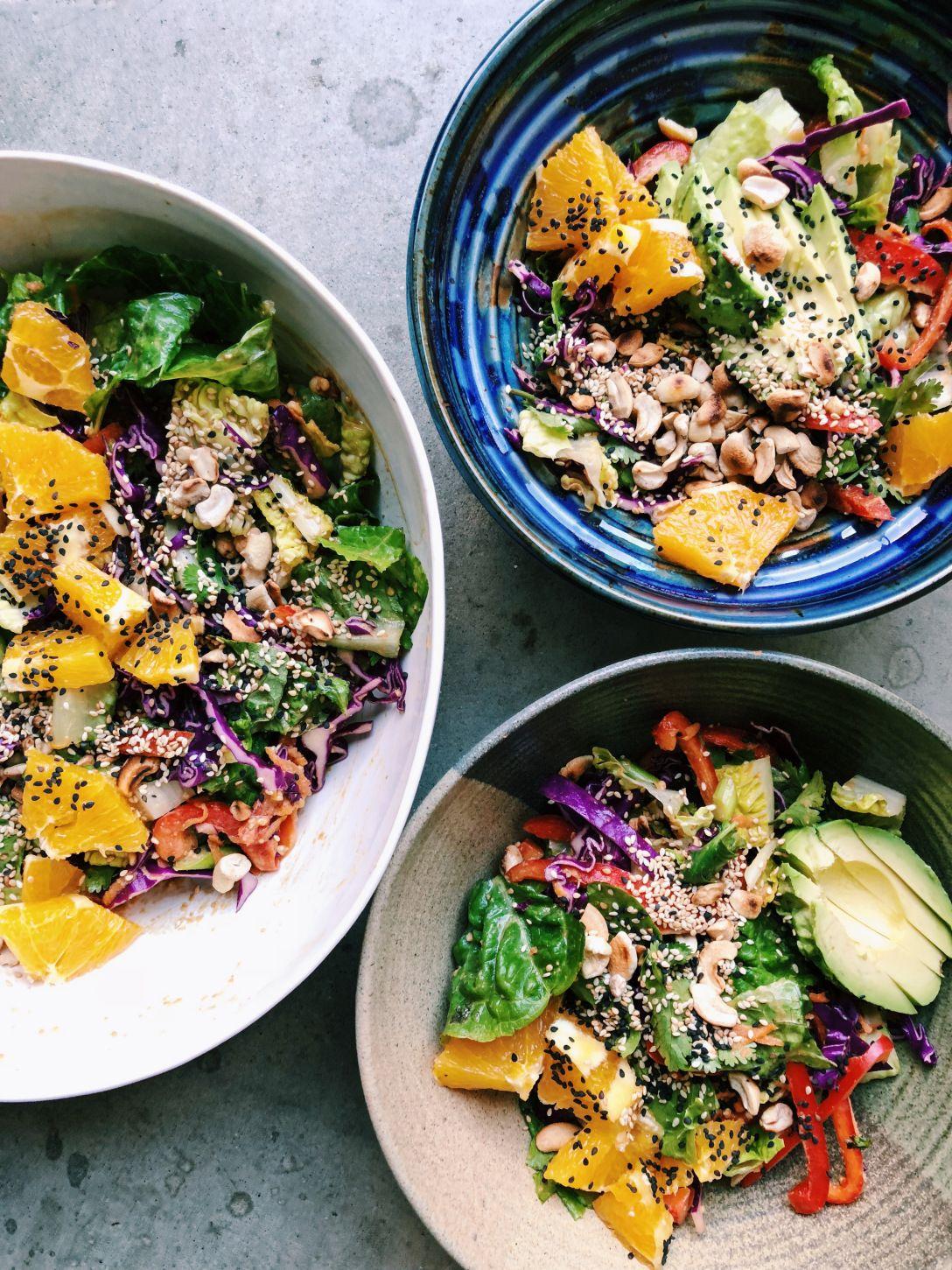 thai-ish crunch salad with peanut dressing – Mama eats plants