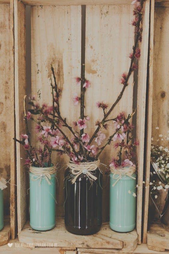 Decoração com flores de pessegueiro