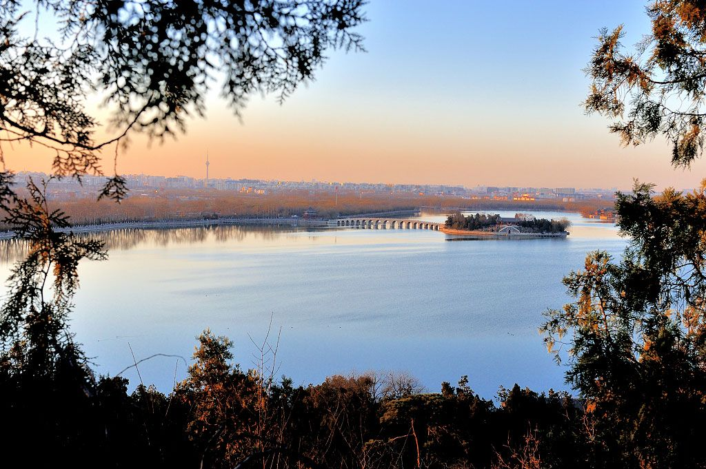 The Summer Palace Under the Setting Sun. http://www.beijing-haidian.com/2016/0112/35283.html