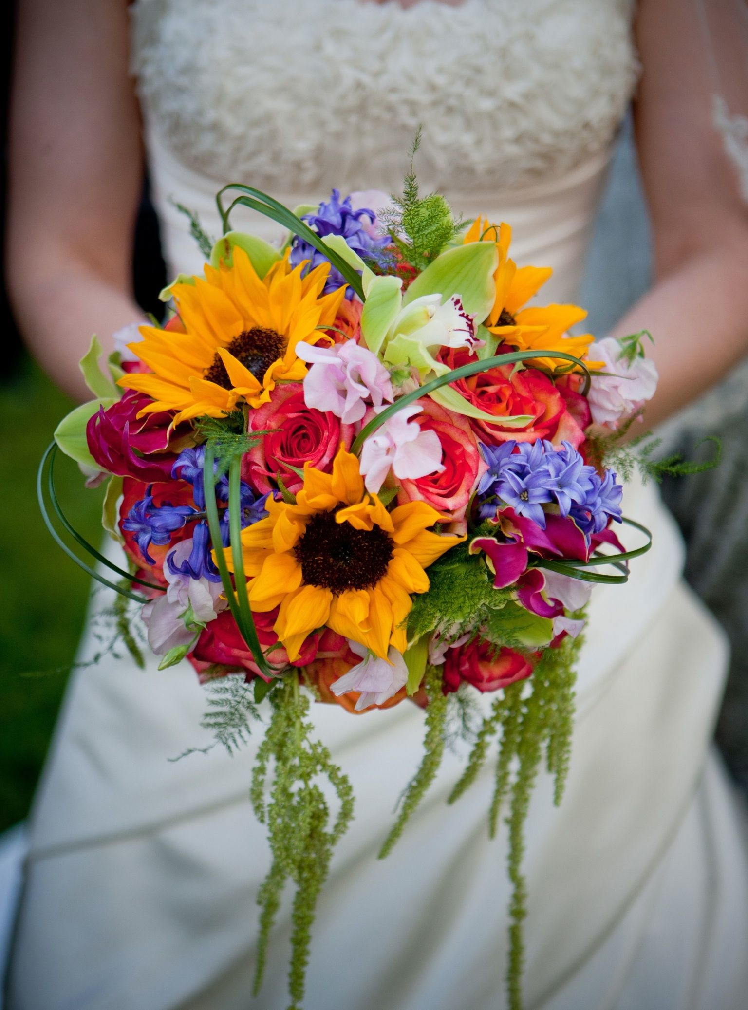 The bride will carry a round clutch bouquet of purple