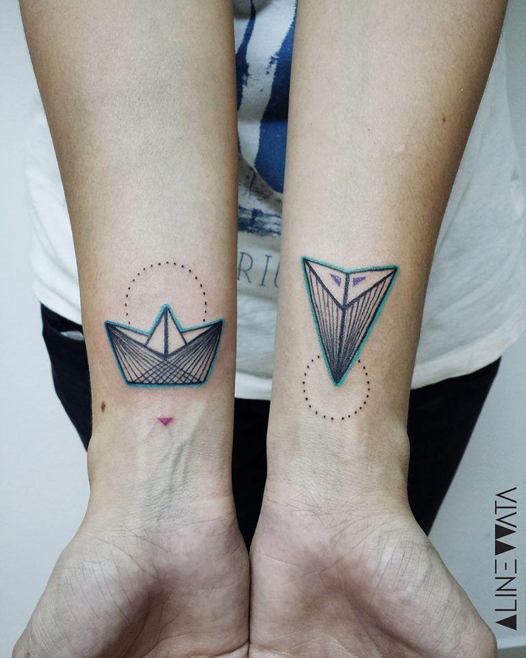 Idée tatouage · Tatouage Origami Graphique sur Poignet pour Femme
