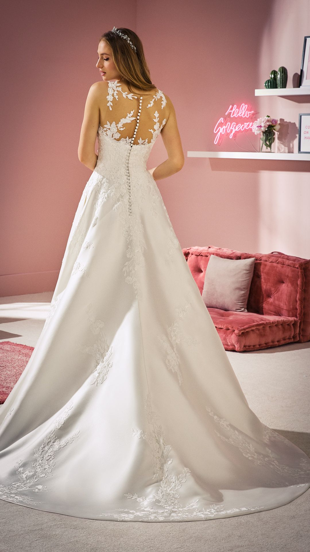 Pin von Brautmoden Bösckens auf Robes de mariée  Neue