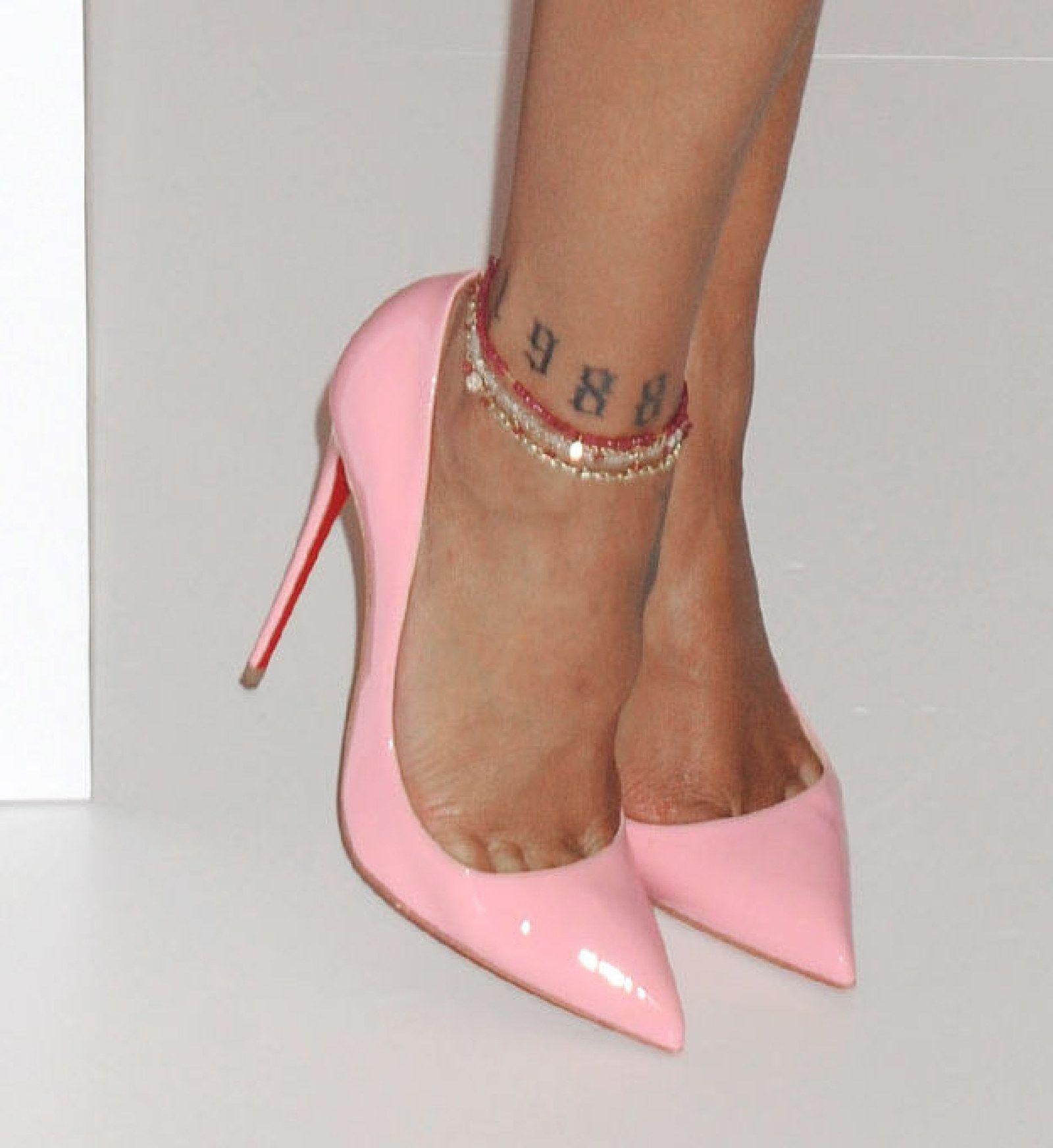 26 Tatuajes De Famosos Que Te Harán Decir Uy No Tenía Idea De Que Lo Tuviesen Heels Me Too Shoes Shoes