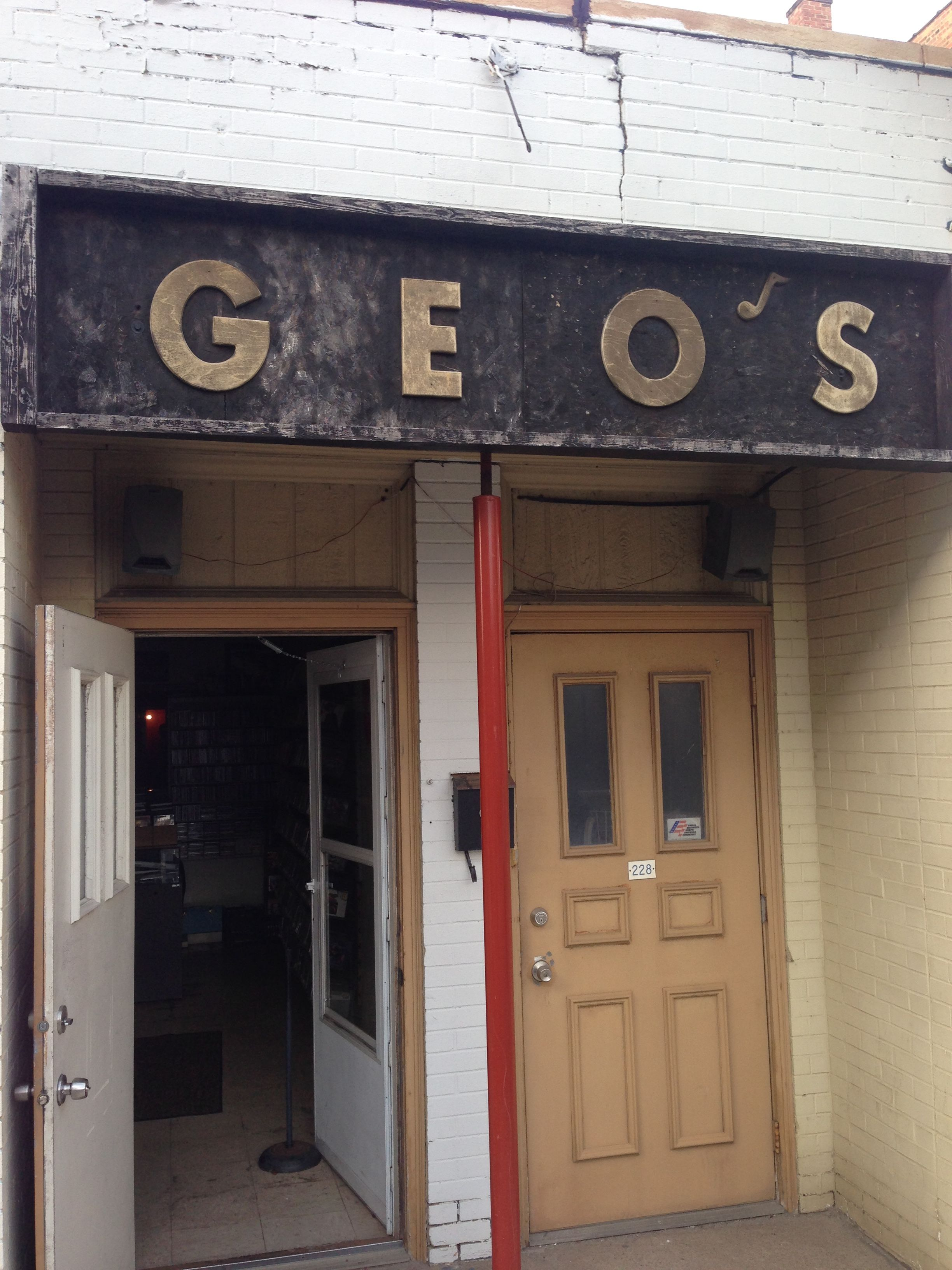 Geo S Record Store Youngstown Ohio Looks Like A Dump From The Exterior But Filled With A Vg Selection Of Lps Record Store Vinyl Music Youngstown