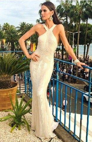 Un vestido muy eleganto tanto para el dia como para la noche ;)