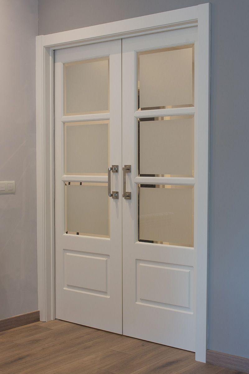 Puerta corredera lacada en blanco las puertas tienen - Puertas blancas exterior ...