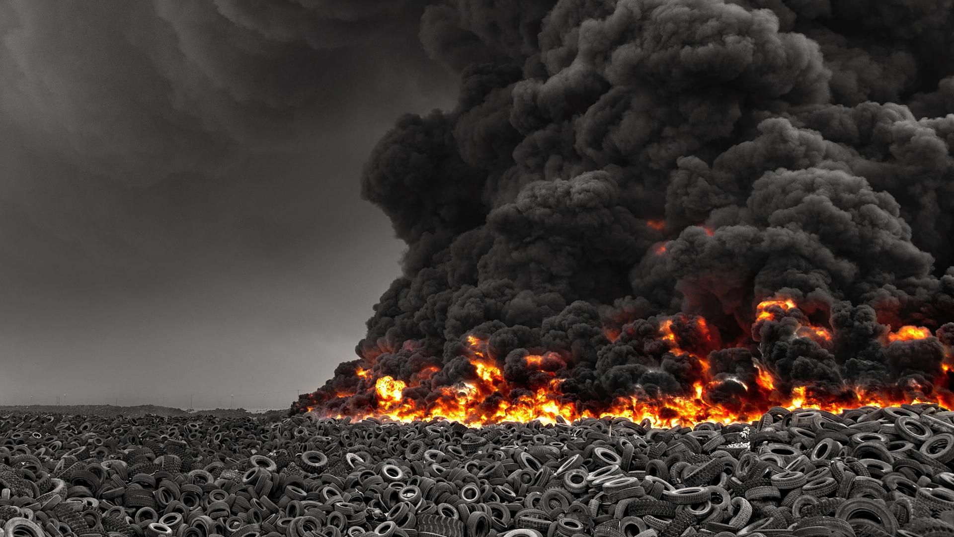Giant fire at world's largest tire field. (xpost /r/pics