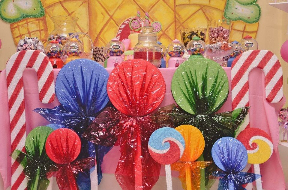 Lollipop decor using paper plates. Candy Themed ... & Lollipop decor using paper plates. | House | Pinterest | Candyland ...