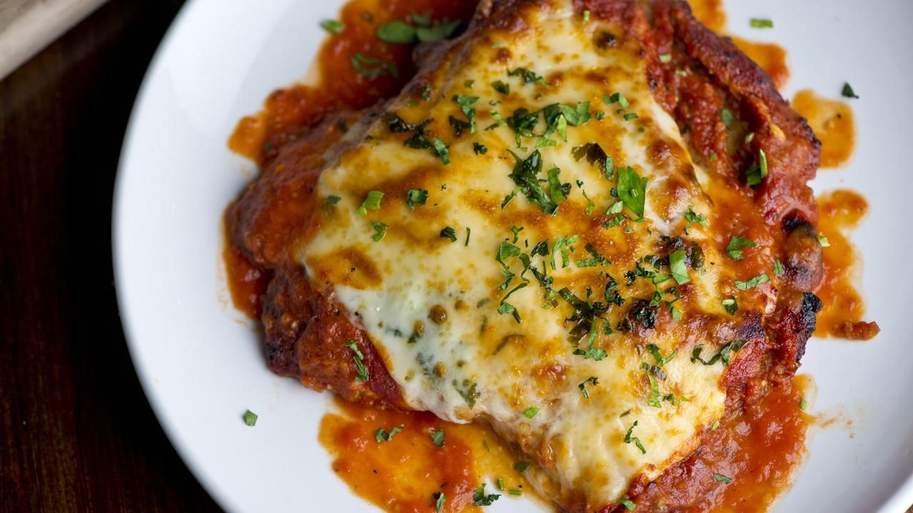 Few Things Are More Comforting Than Classic Chicken Parmesan Aka Chicken Parmigiana Poultry Recipes Chicken Parmesan Chicken Parmesan Recipes
