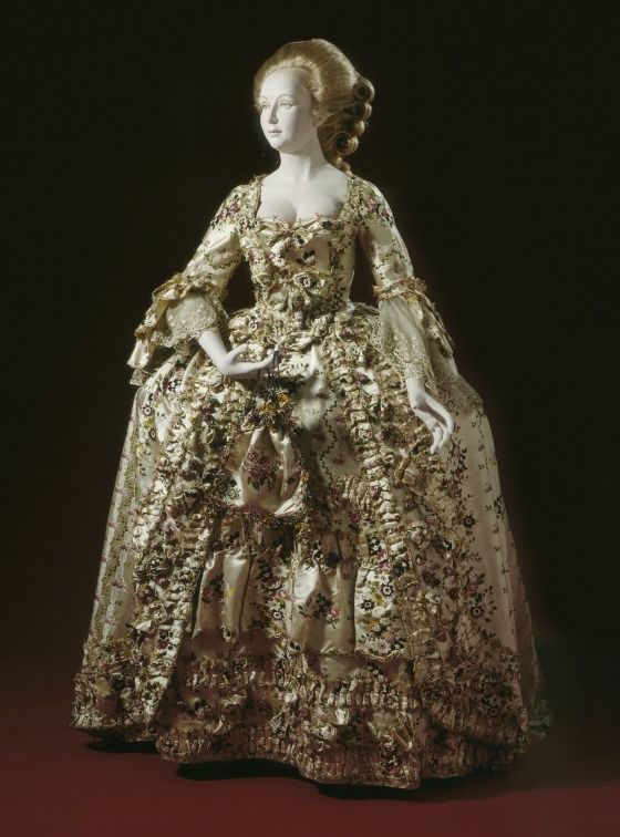 Beautiful 17th And 18th Century Dresses 18th Century Dress 18th Century Fashion 18th Century Ball Gown