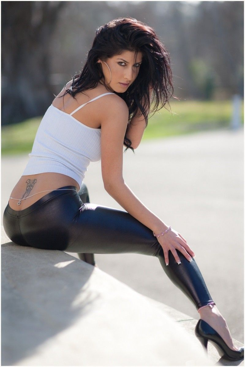 girls-sexy-tight-black-pants-pics-naked-sex-miley-cires