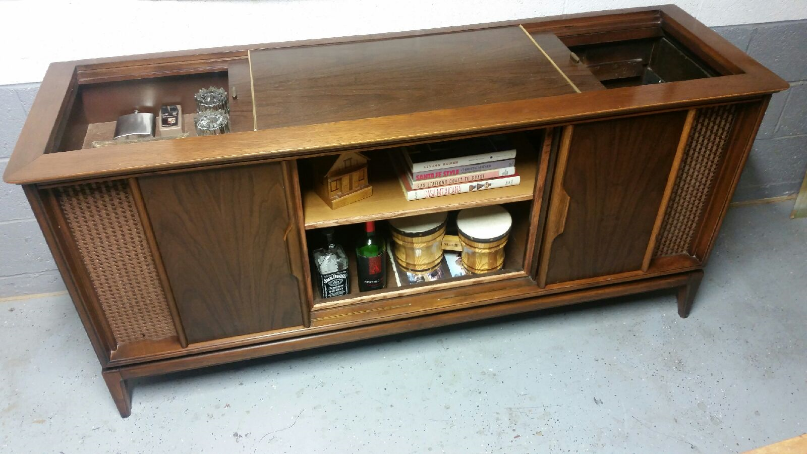 Tv Stereo Stands Cabinets Magnavox Tv Stereo Cabinet Repurposed As A Credenza Available On