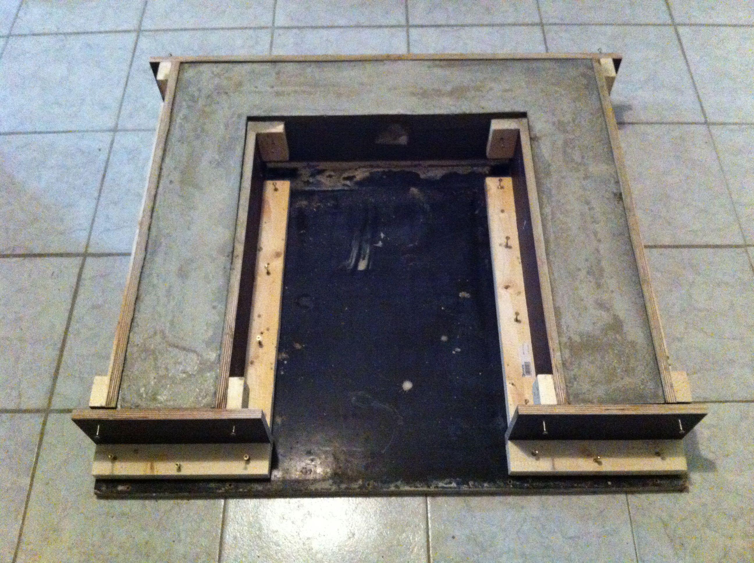 Mit Beton ausgegossene Schalung für die Treppenpodeste. Mit 8 mm ...