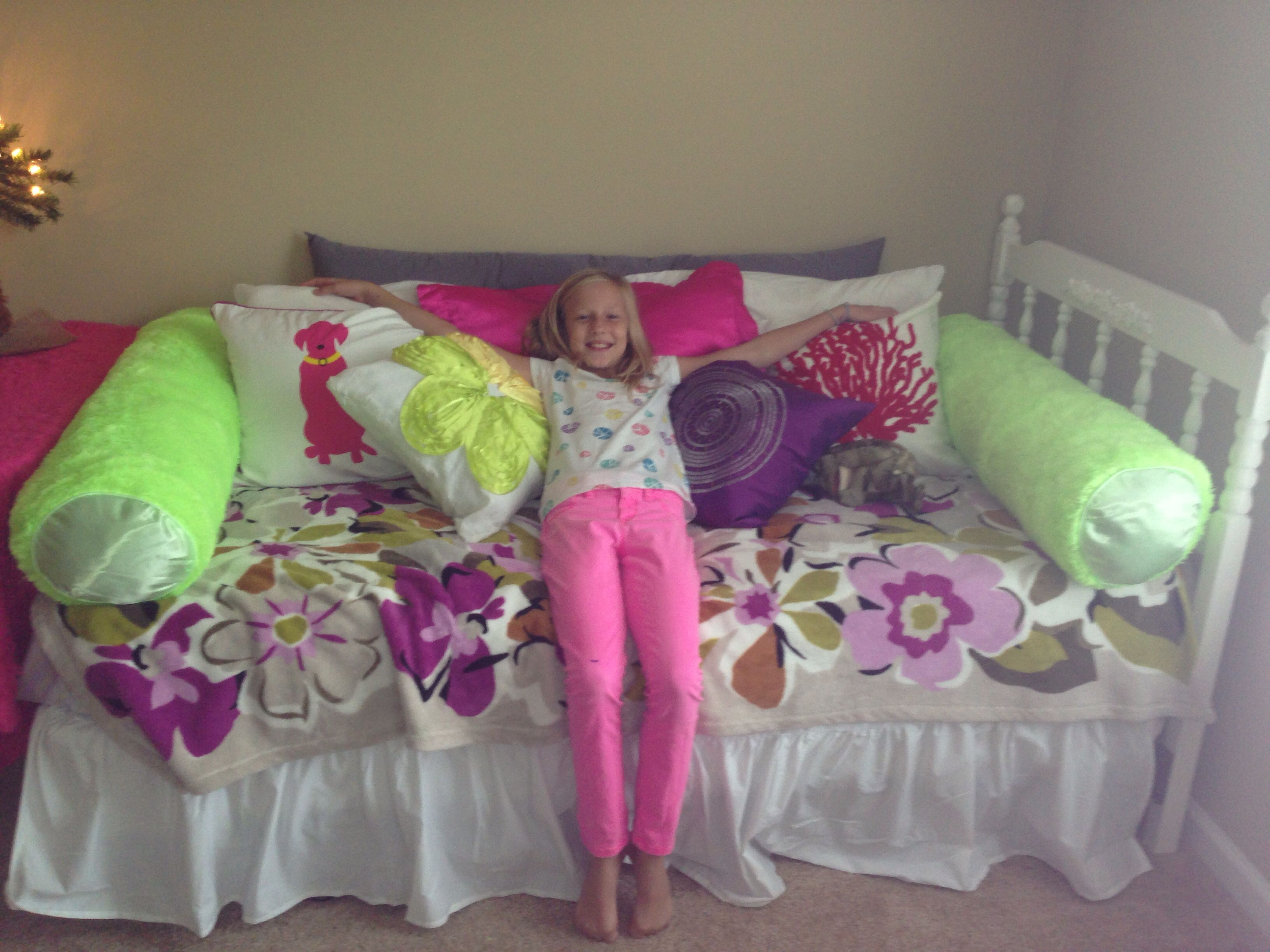 Kids room Turn twin bed into day bed with pillows Body pillow 4