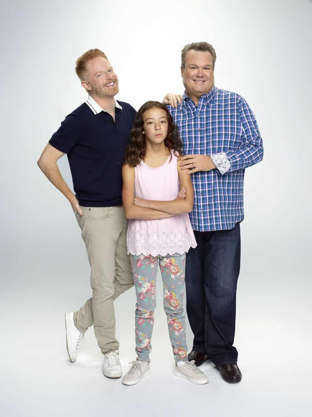 Modern Family Season 10 Cast Promo Photos Seat42f In 2020 Modern Family Tv Show Modern Family Cameron Cast Modern Family