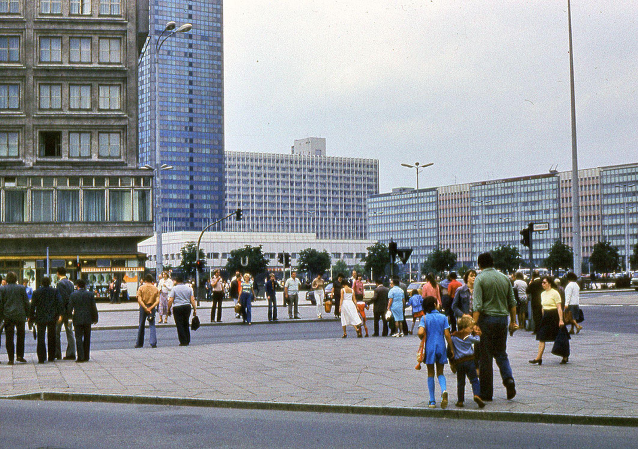 Alexanderplatz In 1980 Hauptstadt Der Ddr Berlin Hauptstadt Ostberlin
