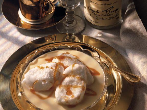 Karamell-Schneeklößchen auf Vanillesauce ist ein Rezept mit frischen Zutaten aus der Kategorie Süssspeise. Probieren Sie dieses und weitere Rezepte von EAT SMARTER!