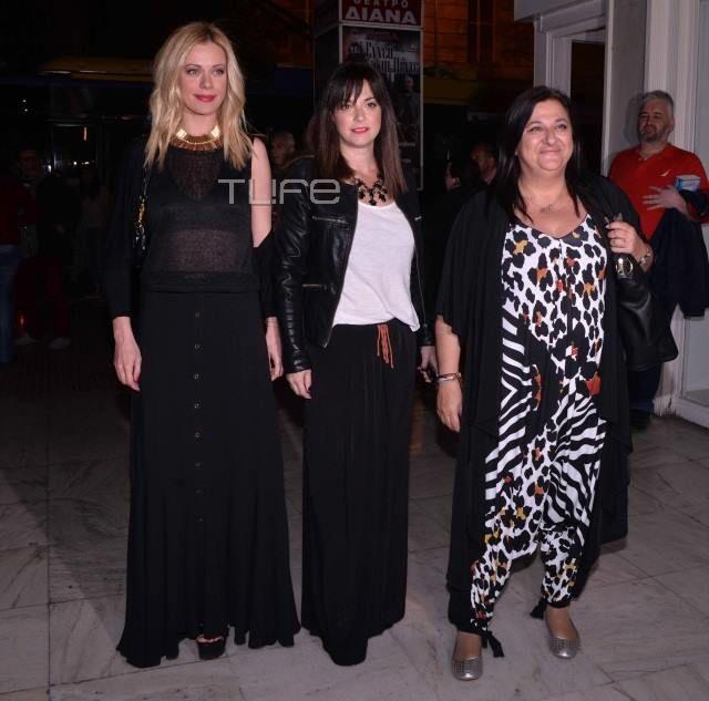 Η Ελισάβετ Κωνσταντινίδου με oλόσωμη φόρμα #matfashion , μαζί με τις Ζέτα Μακρυπούλια και Σοφία Φαραζή. — at Θέατρο Γκλόρια.