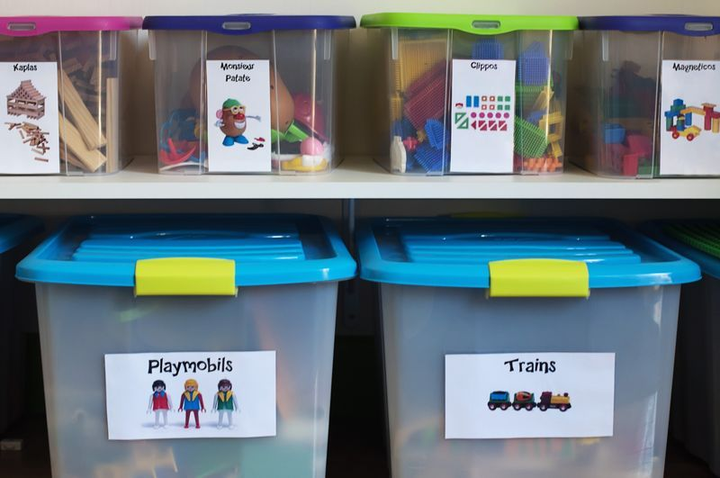 rangement jouets rangement jouet pinterest rangement jouet rangement et salles de jeux. Black Bedroom Furniture Sets. Home Design Ideas