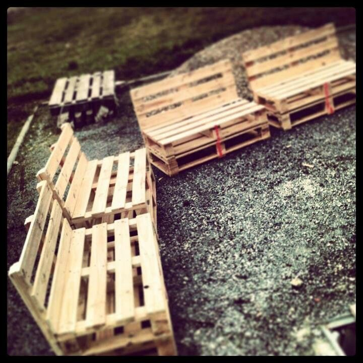 Pallet seating from old deck pieces garden pinterest for Garden decking from pallets