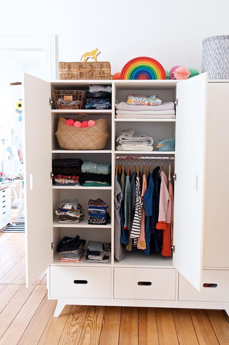 Ein Blick In Unseren Kinderkleiderschrank Lasst Uns Luschern Kinderkleiderschrank Kinder Schrank Kleiderschrank Kinderzimmer