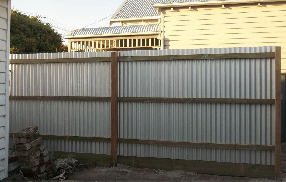 Corrugated Iron Fence steve Pinterest Vallas metálicas y Valla
