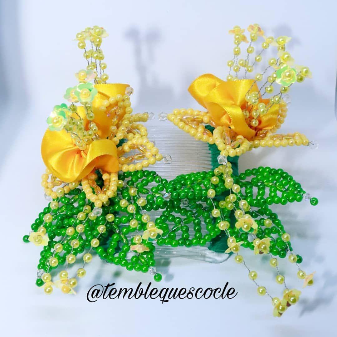 Peinetas con flores amarillas, disponible en @temblequescocle Hechos con dedicación y amor por lo nuestro❤️. #tembleques #cultura #folklore #arte #cocle