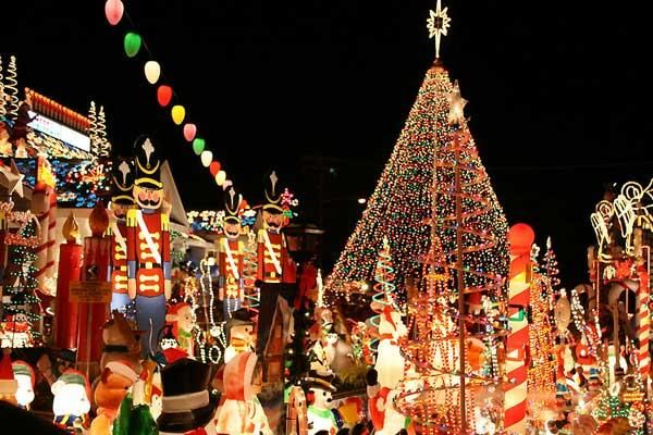 10 Outrageously Amazing Christmas Light Decorations J D Christmas