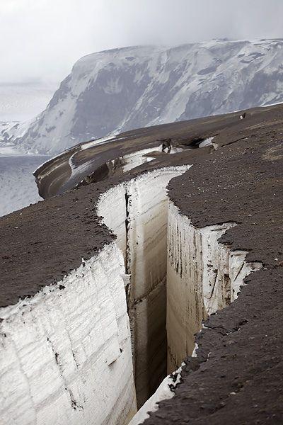 Crevasse created after 2011 volcanic eruption, Grimsvotn, Iceland. Image credit: Fredrik Holm.