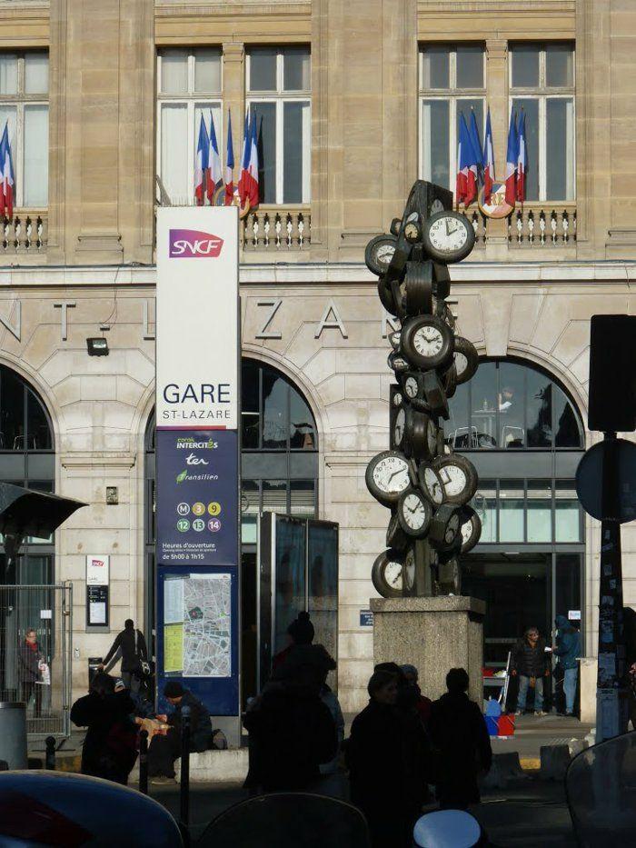 Kopfbahnhöfe Bahnhof Saint Lazare in der Nähe der großen Kaufhäuser