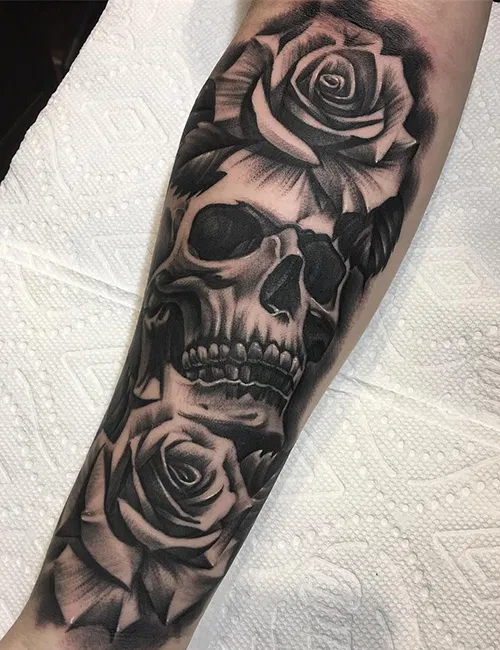 Tatuajes De Calaveras Con Rosas Tatuajes Rosas Y Calaveras Calaveras Y Rosas Calaveras Tatuajes