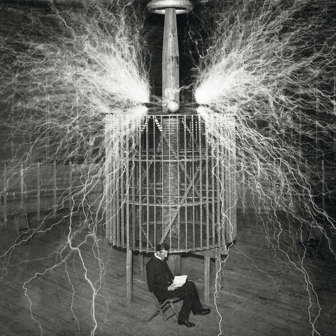 Elpaissemanal On Instagram Algunos De Los Momentos Más Estelares De La Historia Del Mundo De S Tesla Inventions Nikola Tesla Inventions Nikola Tesla Quotes
