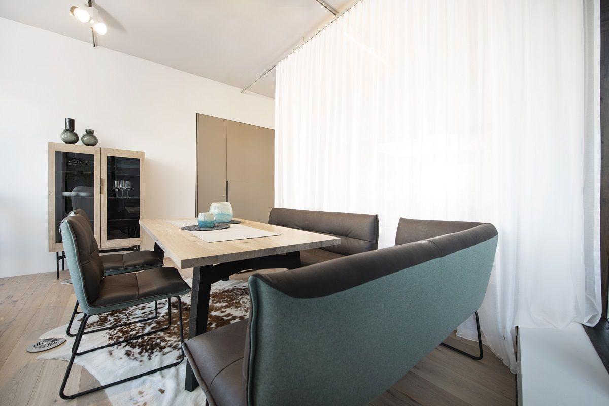 Gemütliche Essgruppe Mit Designertisch Und  Sitzgelegenheiten. #Möbelhaus  #Innsbruck #Möbelausstellung #Küchenstudio
