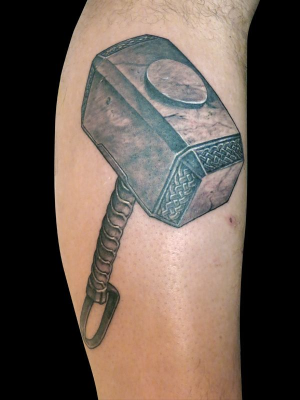 Thor's hammer - Mjølner   Thor hammer tätowierung, Hammer ...