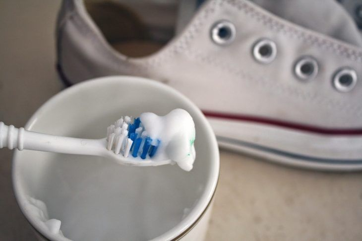 Limpia el cuarto Sur George Eliot  10 Útiles tips que te ayudarán a que tu calzado siempre luzca como nuevo |  Zapatillas converse blancas, Como blanquear tenis, Como limpiar zapatillas