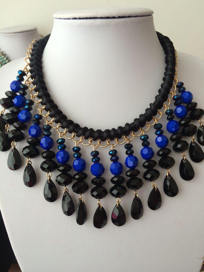 b8dbf6bc6c4e Collar con piedras azules y cristales negros Collares Gruesos