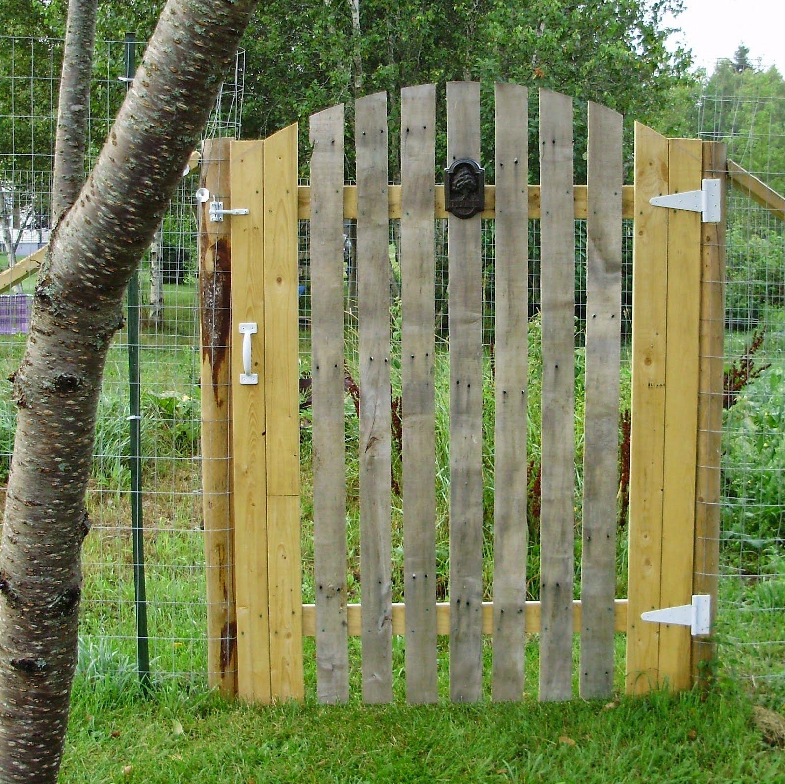 70 nouvelles id es pour recycler des palettes portail for Porte en bois pour jardin