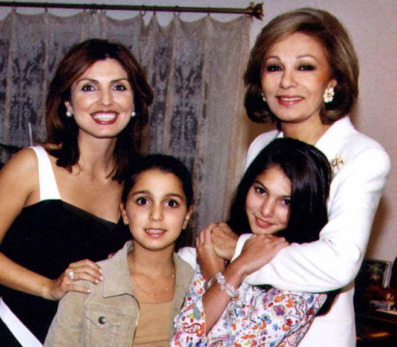 Empress Farah Princess Yasmine And Their Daughters Http Www Pinterest Com Madamepiggymick Arab Royalty Iran Farah Diba Farah Persian Princess