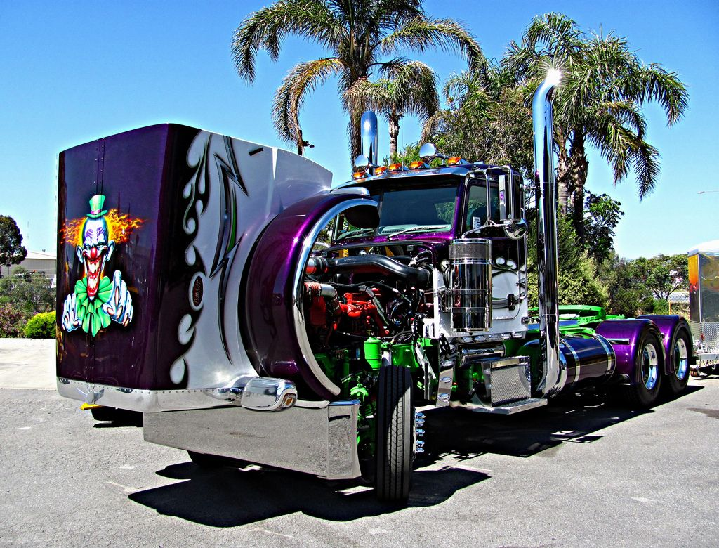 Tricked Out Semi Trucks | tricked out and showing off 18wheelers big ...