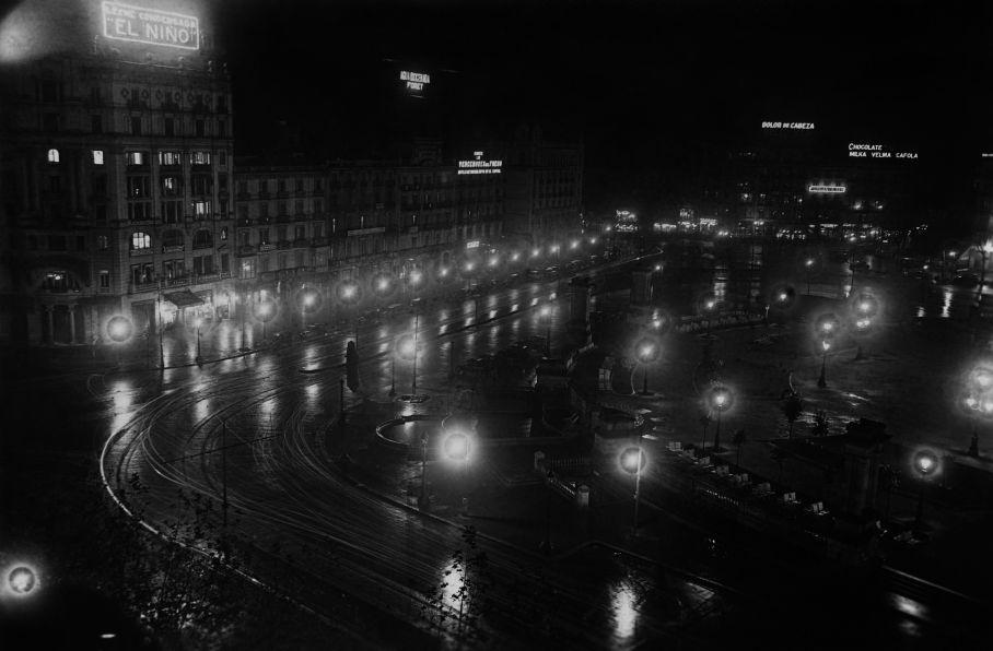 Plaza de Catalunya bei Nacht, 1929