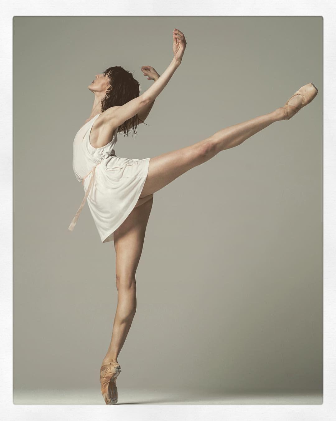 пикантность в позах балерин - 2