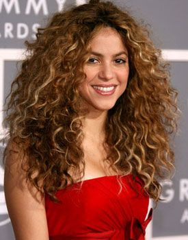 Ten Iconic Curly Celebrities From Chaka Khan To Shaun White Shakira Hair Curly Hair Styles Long Hair Styles