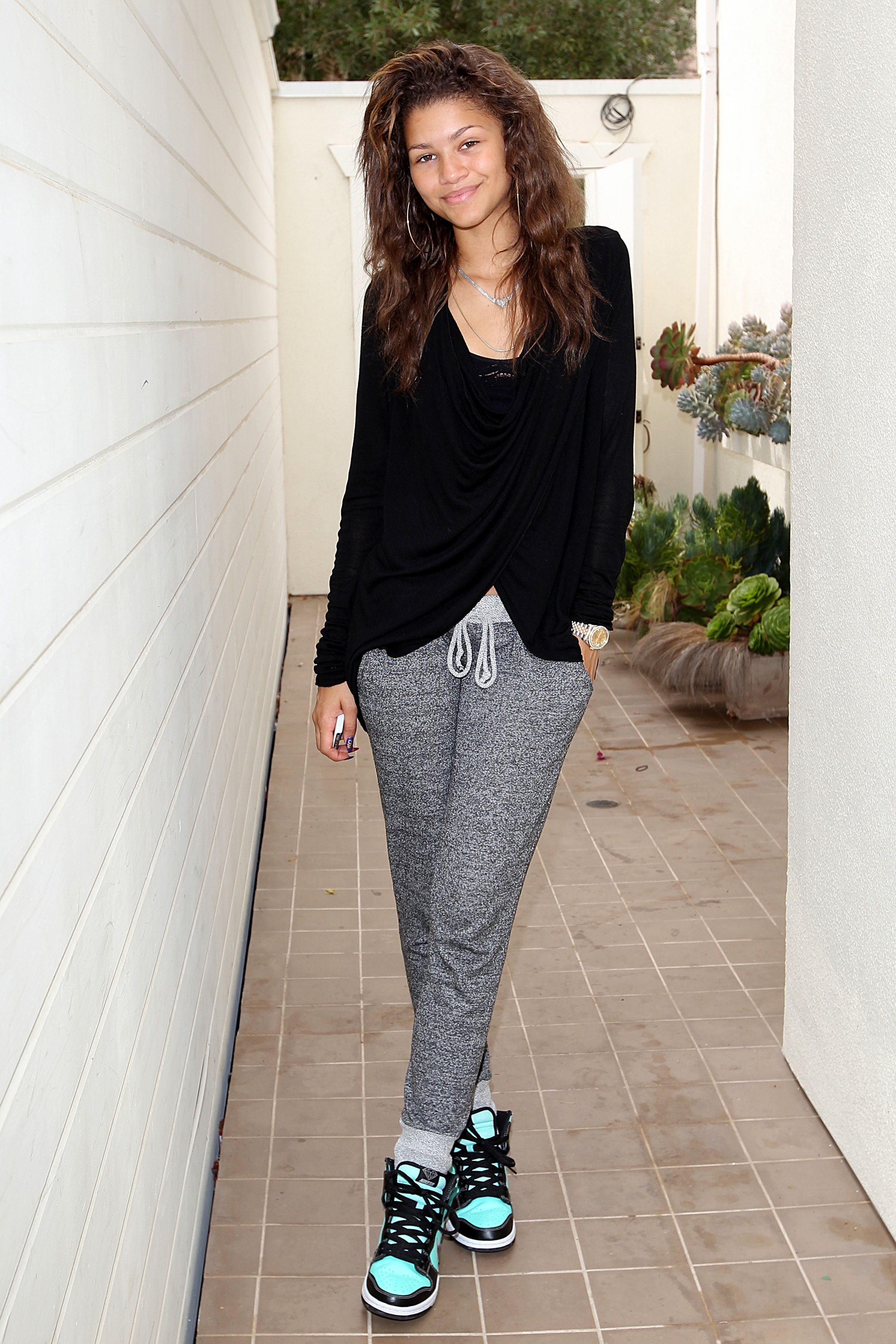 e0de272ce1c4 Zendaya looked so cute rocking a casual yet glam outfit at a birthday party  for Ludacris  daughter. We love how she paired comfy sweats and colorful  kicks ...
