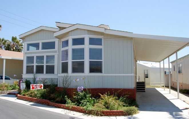 14 great mobile home exterior makeover ideas for every for 60s house exterior makeover