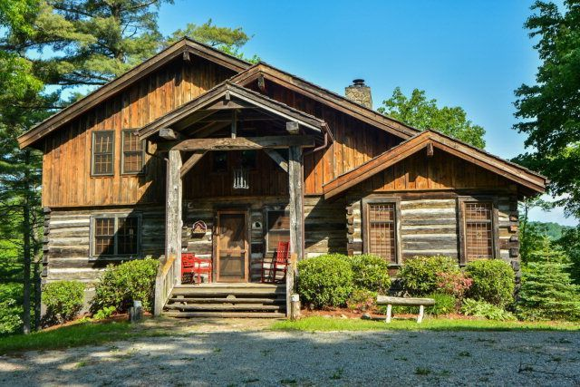Vrbo Com 420921 Black Bear Den Mountain Cabin Different House Styles Cabins And Cottages Cabins In The Woods