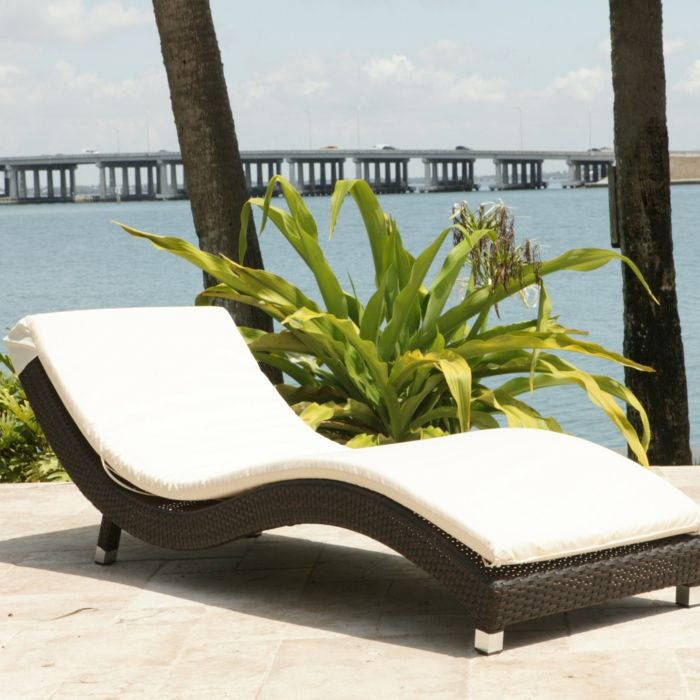 Explore Modern Outdoor Chaise Lounges And More! Liegestuhl Komisch Rattan
