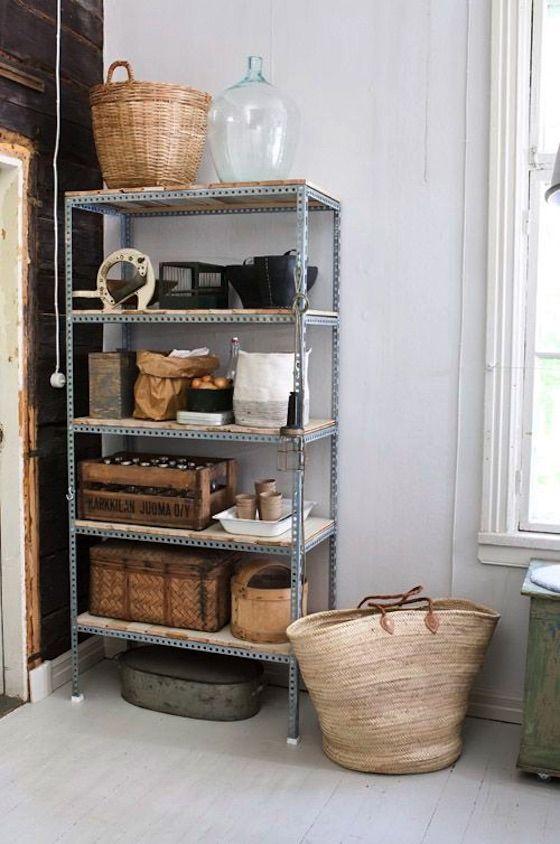 22 ideas para decorar con estanterias metalicas que son geniales decorar decoracion - Decoracion de estanterias ...